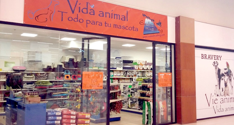 Euskal Mushing Vida Animal abre su tienda en el Parque Comercial Txingudi